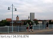 Poland, Slubice - The German-Polish border, panoramic view from the city bridge to the center of Frankfurt/Oder, Germany (2018 год). Редакционное фото, агентство Caro Photoagency / Фотобанк Лори
