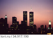 USA, New York City - The skyline of Manhattan with the twin towers of the World Trade Center, view from the Brooklyn Bridge. Редакционное фото, агентство Caro Photoagency / Фотобанк Лори