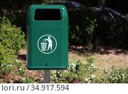 Berlin, Germany, litter garbage can in a park. Редакционное фото, агентство Caro Photoagency / Фотобанк Лори
