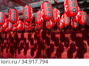 Singapore, Republic of Singapore, lanterns with characters at the Buddha Tooth Relic Temple in Chinatown  (2018 год). Редакционное фото, агентство Caro Photoagency / Фотобанк Лори