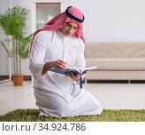 The arab man praying at home. Стоковое фото, фотограф Elnur / Фотобанк Лори