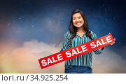 happy smiling young asian woman with sale banner. Стоковое фото, фотограф Syda Productions / Фотобанк Лори