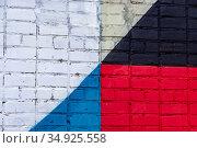 Абстрактный геометрический узор на кирпичной стене. Стоковое фото, фотограф Артем Блинов / Фотобанк Лори