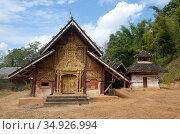 Wat Ban Ngaek is a remote forest temple situated in a 'Tai Loi' ('... (2015 год). Редакционное фото, фотограф David Henley / Pictures From History / age Fotostock / Фотобанк Лори