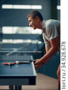 Man at the ping pong table, side view. Стоковое фото, фотограф Tryapitsyn Sergiy / Фотобанк Лори