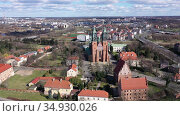 Aerial view of island of Ostrow Tumski in Poznan with oldest Polish cathedral of St. Peter and St. Paul on sunny spring day. Стоковое видео, видеограф Яков Филимонов / Фотобанк Лори