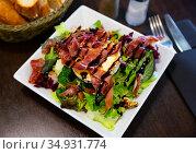 Portion of goat cheese salad. Стоковое фото, фотограф Яков Филимонов / Фотобанк Лори
