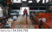 13-08-2020 Russia, Naberezhnye Chelny: a plant for production cranes - preparing for transportation outside. Редакционное видео, видеограф Константин Шишкин / Фотобанк Лори