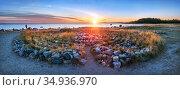 Большой лабиринт на Соловецких островах в лучах заката. Стоковое фото, фотограф Baturina Yuliya / Фотобанк Лори