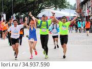 Runners at the finish line of the Kuching International Marathon ... Стоковое фото, фотограф Chew Chun Hian / age Fotostock / Фотобанк Лори