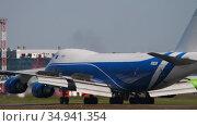 Cargolux Boeing 747 airfreighter braking after landing. Редакционное видео, видеограф Игорь Жоров / Фотобанк Лори