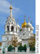 Snow-white Church of St. Nicholas of Pyzhi (17th century). Moscow, Russia. Стоковое фото, фотограф Валерия Попова / Фотобанк Лори