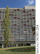 'Unite d'habitation',Site Le Corbusier, Firminy, Saint-Etienne, departement... Стоковое фото, фотограф Christian Goupi / age Fotostock / Фотобанк Лори