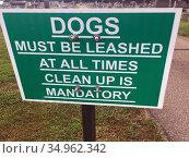 Leash Dog Sign, Allegany Countty, New York, USA. Стоковое фото, фотограф Barrie Fanton / age Fotostock / Фотобанк Лори