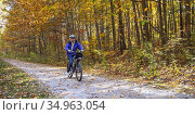 Avoca, Michigan - Susan Newell, 71, bicycles on the Wadhams to Avoca... Редакционное фото, фотограф Jim West / age Fotostock / Фотобанк Лори