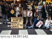 Warsaw, Poland - October 26, 2020: Young people blocking street in... Редакционное фото, фотограф Konrad Zelazowski / age Fotostock / Фотобанк Лори