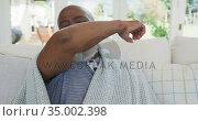 Senior african american man sneezing. Стоковое видео, агентство Wavebreak Media / Фотобанк Лори
