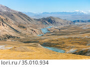 View of the valley between the mountain spurs in autumn (2015 год). Стоковое фото, фотограф Олег Елагин / Фотобанк Лори