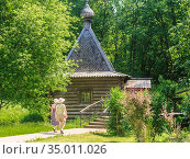 Womens wooden bathing-house on the Holy spring of the Monk David in the village of Talezh.  Moscow region, Russia. Редакционное фото, фотограф Николай Коржов / Фотобанк Лори