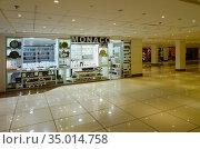 """Магазин """"Monaco"""" в крупном торговом центре Genena city в Наама Бей, Шарм-эль-Шейх, Египет. Редакционное фото, фотограф Ольга Коцюба / Фотобанк Лори"""