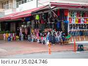 Small private stalls with clothes are on the streets of city. Brand clothing are on sale for tourists walking in Turkish resort cities. Alanya, Turkey. Редакционное фото, фотограф Кекяляйнен Андрей / Фотобанк Лори