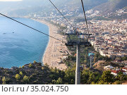 Mountain ropeway connects city and Alanya castle, cityscape from the cabin of cableway with the Kleopatra beach. The Alanya, Turkey (2020 год). Стоковое фото, фотограф Кекяляйнен Андрей / Фотобанк Лори