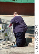 Fat overweighy obese male. (2004 год). Редакционное фото, фотограф Dennis MacDonald / age Fotostock / Фотобанк Лори