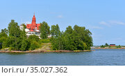 Saaristo white Art Nouveau style villa (1898) on Klippan island in front of South Harbour. Helsinki, Finland (2016 год). Стоковое фото, фотограф Валерия Попова / Фотобанк Лори