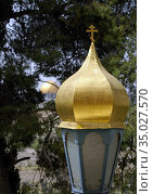 Lantern on the balustrade of the Church of St. Mary Magdalene Equal to the Apostles in Jerusalem. Стоковое фото, фотограф Irina Opachevsky / Фотобанк Лори