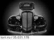 Ancient American car monochrome. Стоковое фото, фотограф Юрий Бизгаймер / Фотобанк Лори