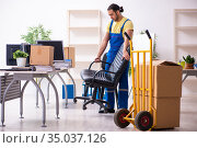 Young male contractor in moving concept. Стоковое фото, фотограф Elnur / Фотобанк Лори
