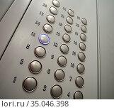 Панель управления лифтом многоэтажного дома. Стоковое фото, фотограф Вячеслав Палес / Фотобанк Лори