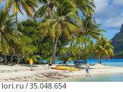 Beach of motu Tevairoa island, a little islet in the lagoon of Bora... Стоковое фото, фотограф Sergi Reboredo / age Fotostock / Фотобанк Лори