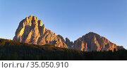 Sassolungo at sunset. Dolomites. Valgardena. Italy. Стоковое фото, фотограф Marco Brivio / age Fotostock / Фотобанк Лори