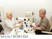 Doctor and patient in ophthalmology clinic. Стоковое фото, фотограф Юлия Бабкина / Фотобанк Лори
