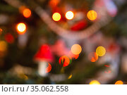 Defocused lights on Christmas tree. Стоковое фото, фотограф Юлия Бабкина / Фотобанк Лори