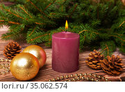 Christmas baubles and candle. Стоковое фото, фотограф Юлия Бабкина / Фотобанк Лори