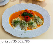 Delicious hot homemade dumplings with mashed potato and meat. Стоковое фото, фотограф Яков Филимонов / Фотобанк Лори