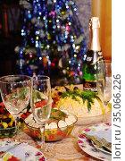 Новогодний праздничный стол (2018 год). Редакционное фото, фотограф Мария Деркунская / Фотобанк Лори