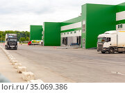 Russia Samara March 2020: A large van stands unloading outside a warehouse on a summer day. Редакционное фото, фотограф Акиньшин Владимир / Фотобанк Лори