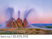 Scalding hot water continuously spouting behind layers of mineral deposits, Fly Geyser, Black Rock Desert, Great Basin Desert, Nevada, USA. Стоковое фото, фотограф Jack Dykinga / Nature Picture Library / Фотобанк Лори