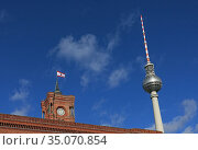 Berlin, Germany, the Berlin Television Tower and the Red City Hall (2019 год). Редакционное фото, агентство Caro Photoagency / Фотобанк Лори