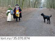 Berlin, Germany, man and woman walk through Grunewald in 18th century clothing (2019 год). Редакционное фото, агентство Caro Photoagency / Фотобанк Лори