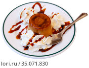 Sweet european dessert flan with whipped cream. Стоковое фото, фотограф Яков Филимонов / Фотобанк Лори