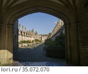Vicarsâ.Close from Chain Gate in the city of Wells, Somerset, England. Стоковое фото, фотограф Craig Joiner / age Fotostock / Фотобанк Лори
