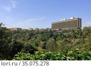 View of the Macka Democracy Park and Hilton Bosphorus Hotel. Sisli distict, city of Istanbul, Turkey. Редакционное фото, фотограф Bala-Kate / Фотобанк Лори