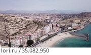 Aerial view of holiday sand beach and city Alicante, Spain. Стоковое видео, видеограф Яков Филимонов / Фотобанк Лори