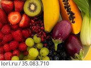 Close up of banana, berries, grapes and baby aubergines. Стоковое фото, агентство Wavebreak Media / Фотобанк Лори