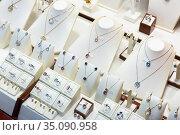 Pendants and bracelets with dimonds in jewelry store. Стоковое фото, фотограф Яков Филимонов / Фотобанк Лори