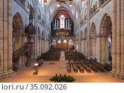Интерьер Базельского собора, Швейцария (2019 год). Редакционное фото, фотограф Михаил Марковский / Фотобанк Лори